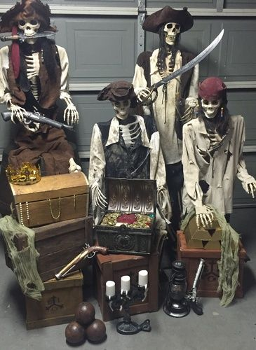 Doing the jail scene with pirates----from POTC ride Halloween Forum member Danski