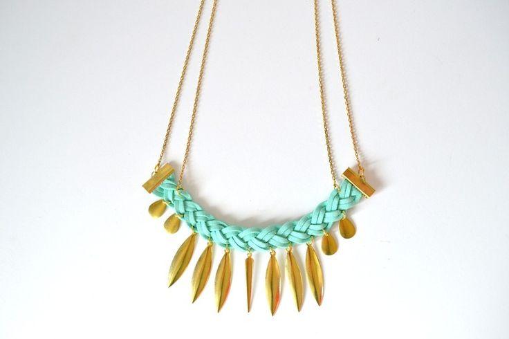 #Collier doré en suédine vert menthe tressé une création orginale de Menina-for-Mathis sur DaWanda #bijoux #jewels