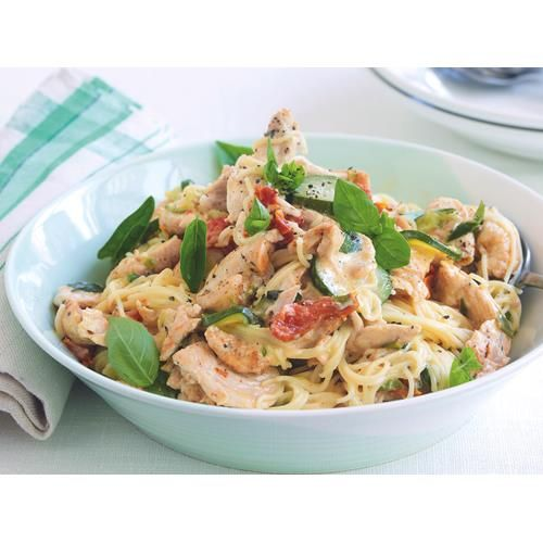The heady flavour of sun-dried tomatoes and spicy seasoning combined with lashings of cream make this cajun chicken pasta from recipes+ a tempting option for tonight's dinner.