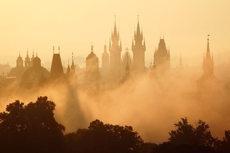 Praagse torens in de mist Foto: Michal Vitásek ©CzechTourism www.czechtourism.com