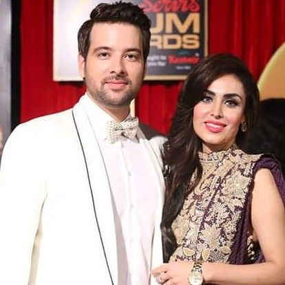 Mikaal Zulfiqar with his Wife on the red carpet of HUM Awards  #mikaalzulfiqar #HUMAwards #ServisHUMAwards #StarLinksPR  #followme #insta #instagram #instapic #instagood #instafollow #instagramers #instalike #instafashion #samysays #instafamous #lifestyle #style #model #glam #glamour #artist #fashion #fashionista #fashionblogger