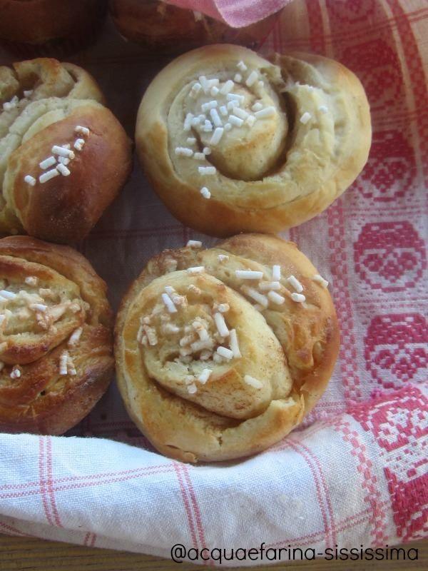 #cinnamonrolls http://www.acquaefarina-sississima.com/2013/12/re-cake-3-swedish-cinnamon-rolls.html