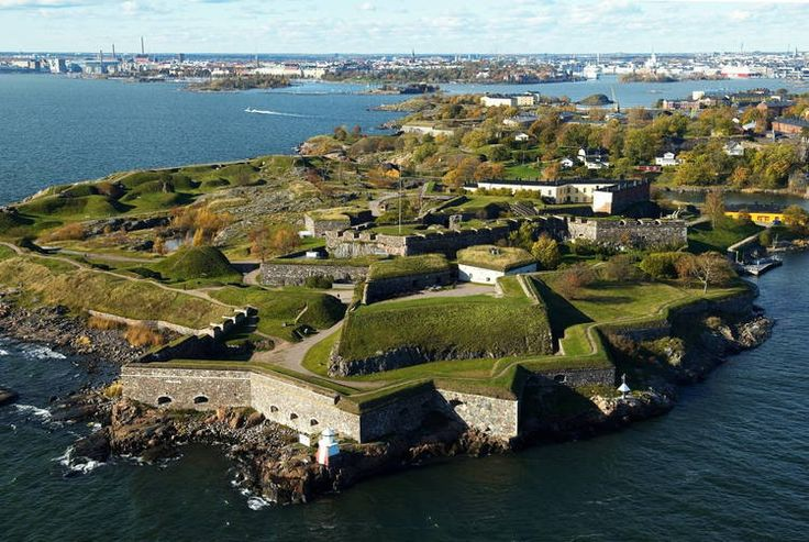 The mighty sea fortress of Suomenlinna surrenders to the Russians only after a month of siege