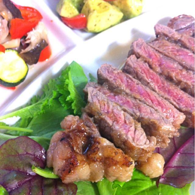 赤ワインとともに! - 11件のもぐもぐ - ステーキ、温野菜サラダ、トマトとアボカドのマリネ by fujiha