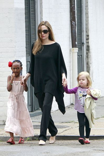 Angelina Jolie Tunic - Angelina Jolie stuck to her all black uniform, wearing a black tunic top with matching pants.