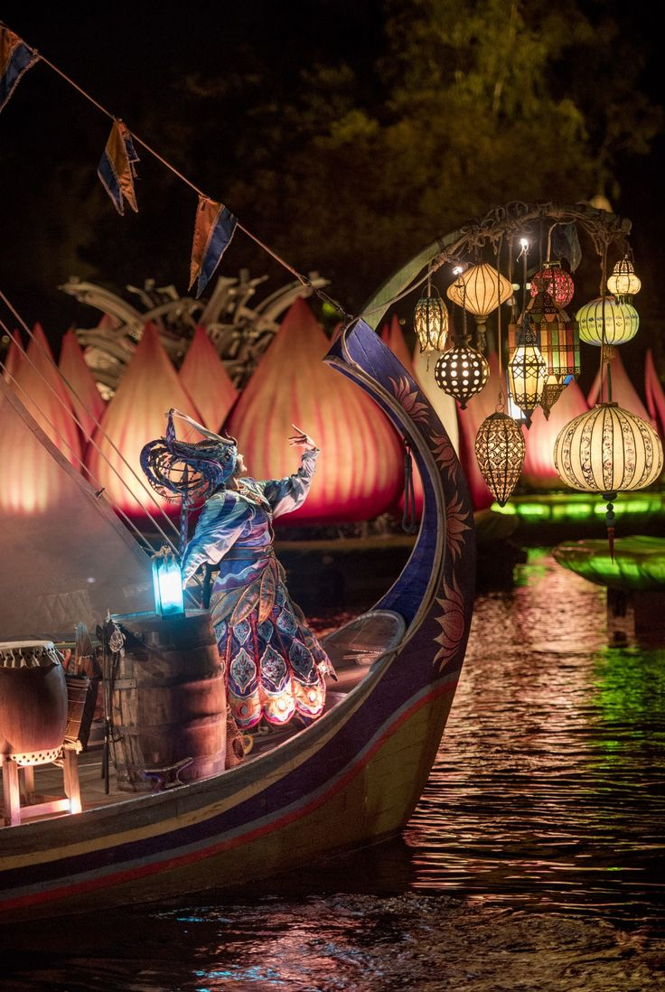 Rivers of Light officially opens at Animal Kingdom February 17th. See a preview of the show and why this is a must see at Walt Disney World.