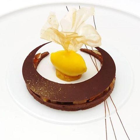 Chocolat, clementine, safran : nouveau dessert de @ninametayer au Grand Restaurant de @jeanfrancoispiege #regram #foodporn #yummy