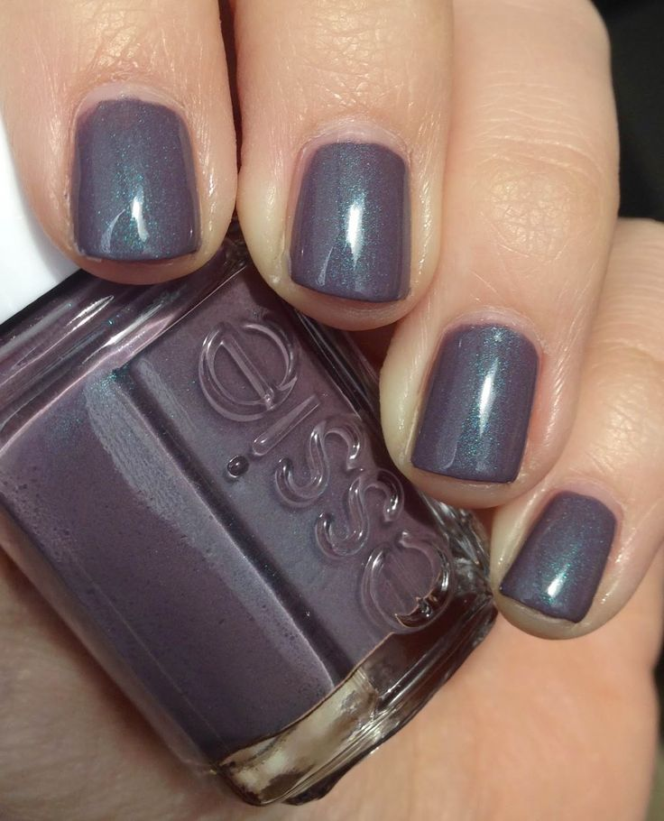 Essie - Coat Couture w/ topcoat lovely bluish grey with blue shimmers, Coat Couture has a more even and pigmented formulation. With careful application you can get a nice coverage with two coats. I think this is a lovely color for the colder winter weathers.
