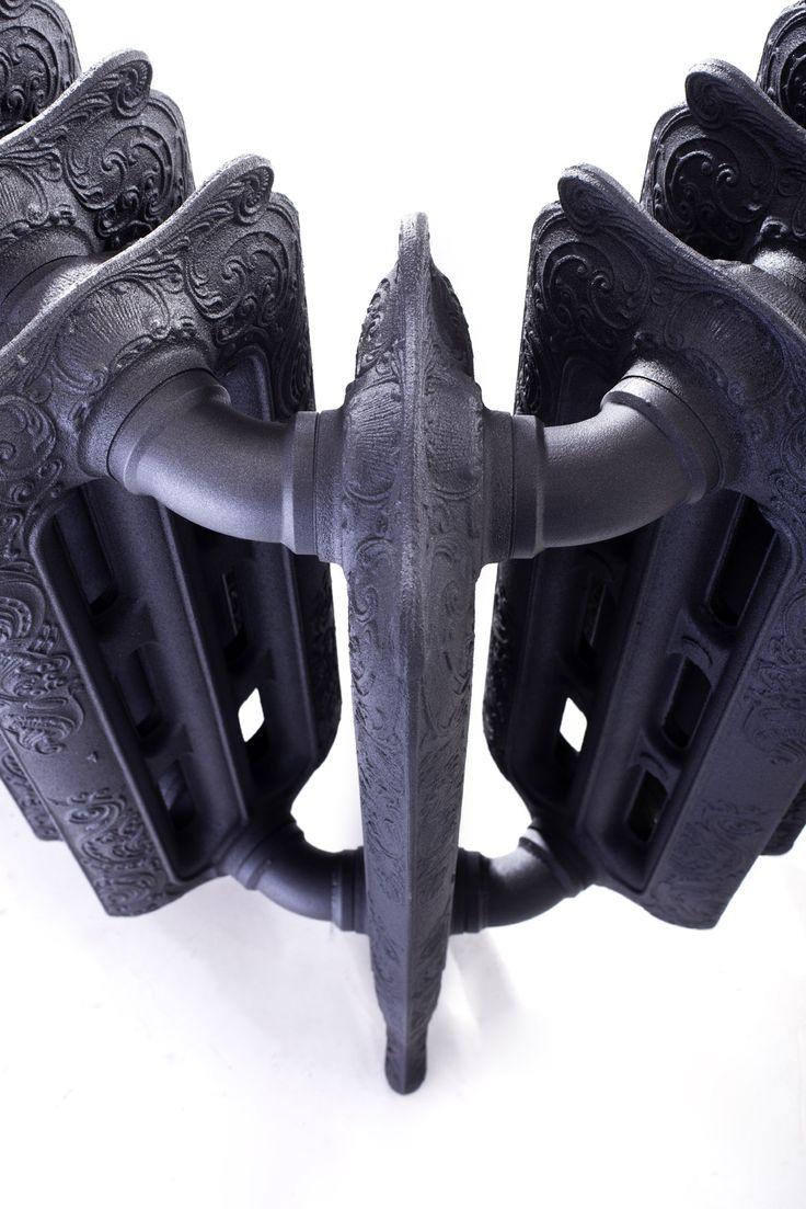 Radiateur en fonte d'angle BELLE EPOQUE, couleur noir mat. www.cinier.com