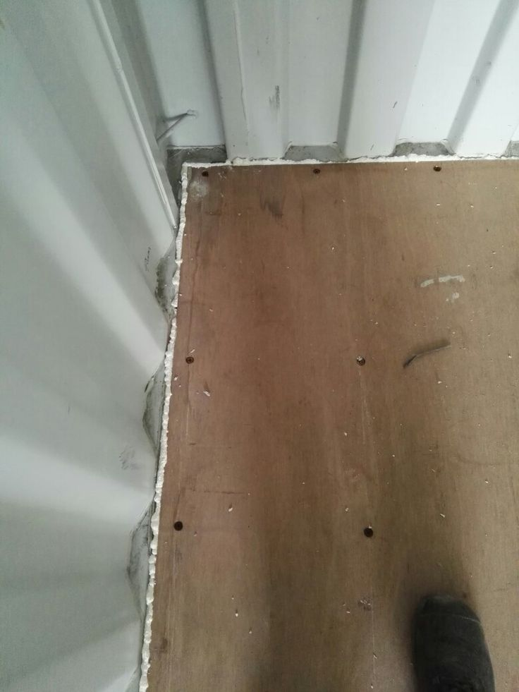 Floor panels are cutted 10mm smaller