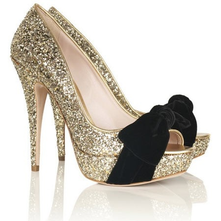 glitter, heels, pumps, bows, gold: Miumiu, Gold Glitter, Glitter Shoes, Black Bows, Miu Miu, Glitter Heels, Glitter Pumps, New Years, Gold Shoes