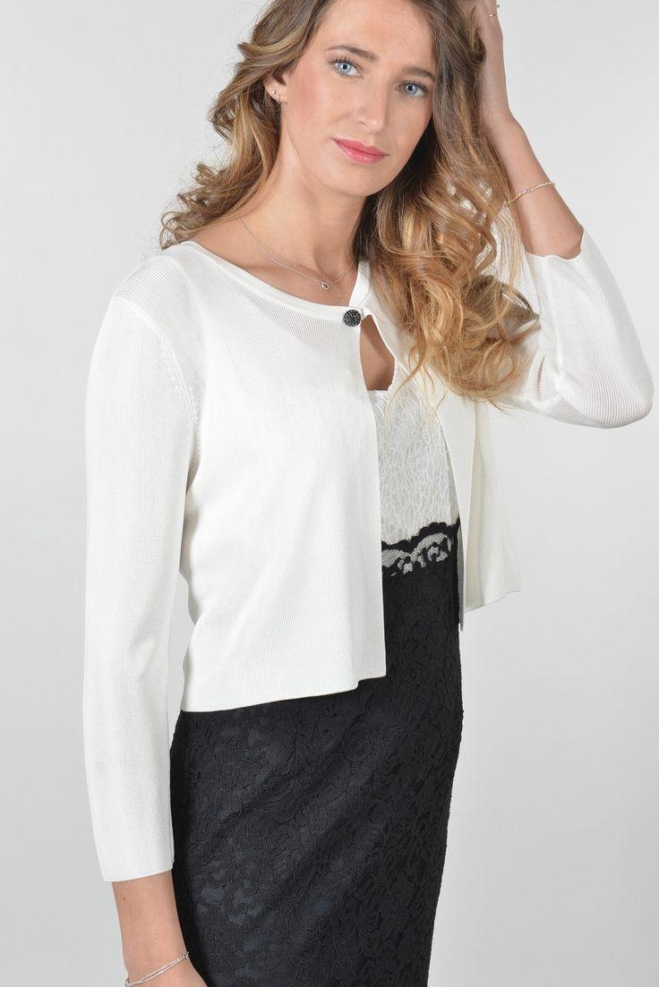 Paddy bolero m3/4 - Antonelle Réf :  17GI5909 Le petit cardigan façon boléro en maille viscose brillante et ses manches longues s'habille d'un bouton bijou qui lui donne un air furieusement chic et un brin rétro. Il sera sublime porté sur une robe ou associé à un jean !  #Antonelleparis #gilet #pull #blanc #clothing #pretty #isntashop #sell   #lookoftheday #soldes #instasell  #womenswear #closet #closet  #ss17