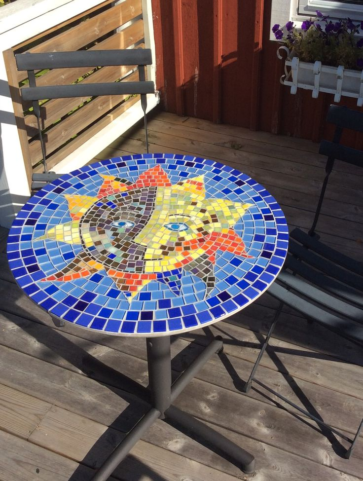 Ok, ready now... my mosaic table...  ;o)