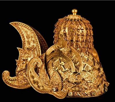 Kutai Kertanegara Kingdom, c. 19th century. Known as ketopong, it was commissioned for the Sultan Muhammad Sulaiman mid-19th century. It was made from 2kg of gold. Now part of a collection at the National Museum.