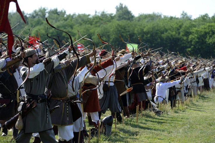 Ópusztaszeren játszották újra a pozsonyi csatát (Hungarian archers)