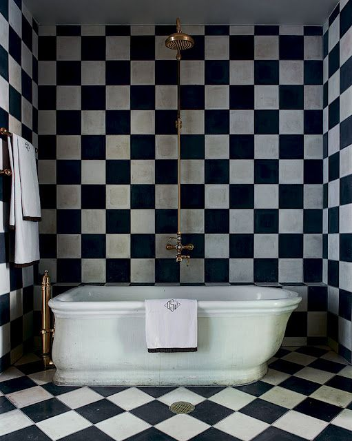 checkerboard tile: Bathroom Design, Black White Bathroom, White Tile, Modern Bathroom, Black And White, Bathroomdesign, Bathroom Decor, Design Home, Design Bathroom
