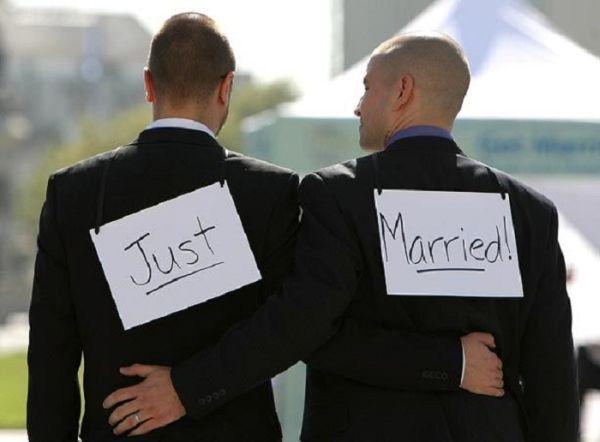 L'omosessualità un tabù che sembra insuperabile in Italia grazie agli intrecci della politica. Il valore dei diritti gay/lesbo giunge dal resto del mondo