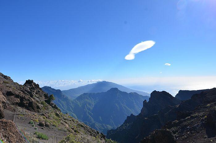 Vreemde wolk boven de krater