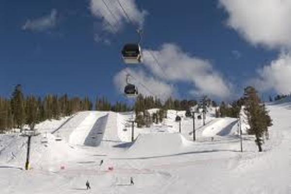 Holiday and Play Ski in Mammoth Mountain Ski Resort