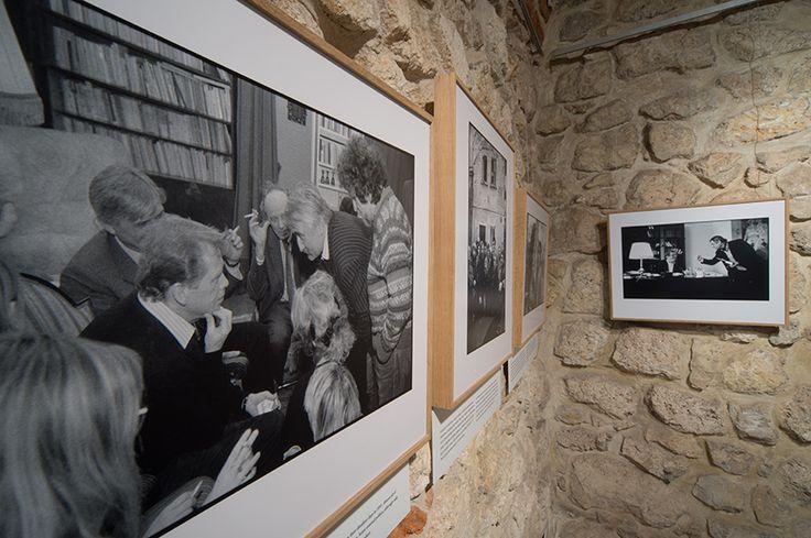 """wystawa """"Václav Havel na wyciągnięcie ręki"""" Średniowieczne piwnice MCK"""