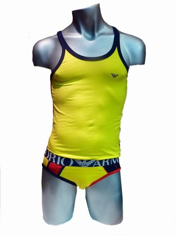 Oferta 39€. Camiseta Sport de tirantes Armani amarilla y contrastada por el rojo de los laterales y el negro de las asas. Muy Cómoda.