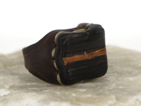 Labrum leather ring. Just oiled leather and waxed thread.
