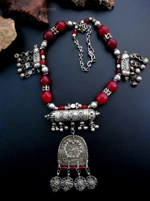 Yemen | Old Yemeni necklace with red agate beads, called cranberry beads and are unique to the region | 285$