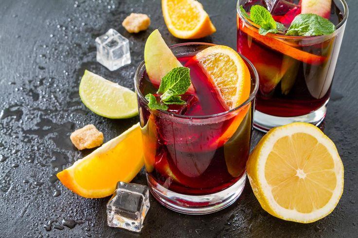 Sangria ist eine spanische Spezialität - und wird natürlich NICHT aus Eimern getrunken. Wie verraten Ihnen das Original Sangria Rezept für den Sommer...