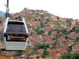 Ome móntate en el Teleférico y conoce Medellín ... ¡La ciudad de la eterna Primavera!