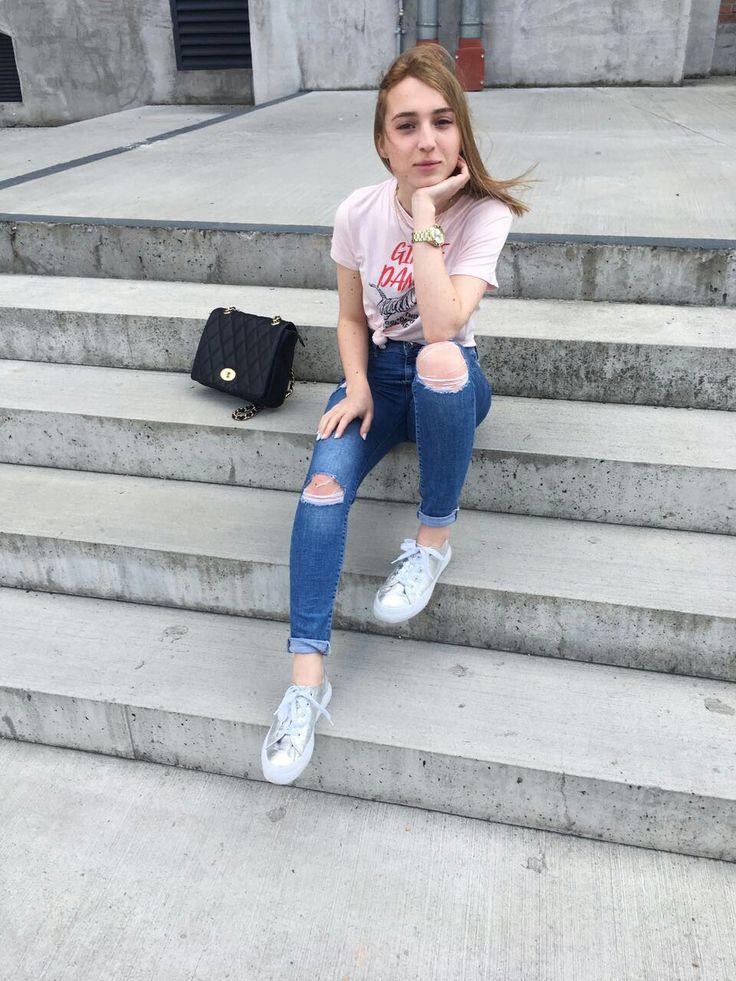 Spring/Summer17 vibe, wearing soft pink H&M T-shirt #ootd #instagram #fashion #fashionblogger #fashionblog #czechrepublic #ootdmagazine #style #streetstyle #softpink #casual #trending #summer #vibes
