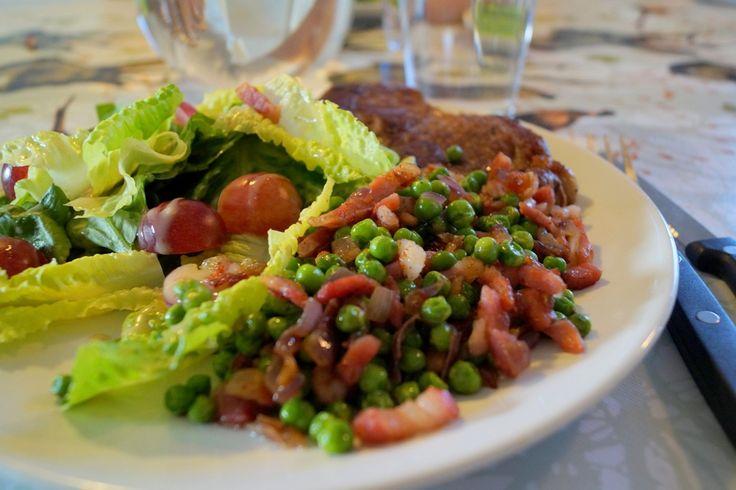 Franske ærter. Nogen gange kan det være rart med lidt fornyelse af tilbehøret til aftensmaden. Se billeder og opskrift på franske ærter her på min madblog.