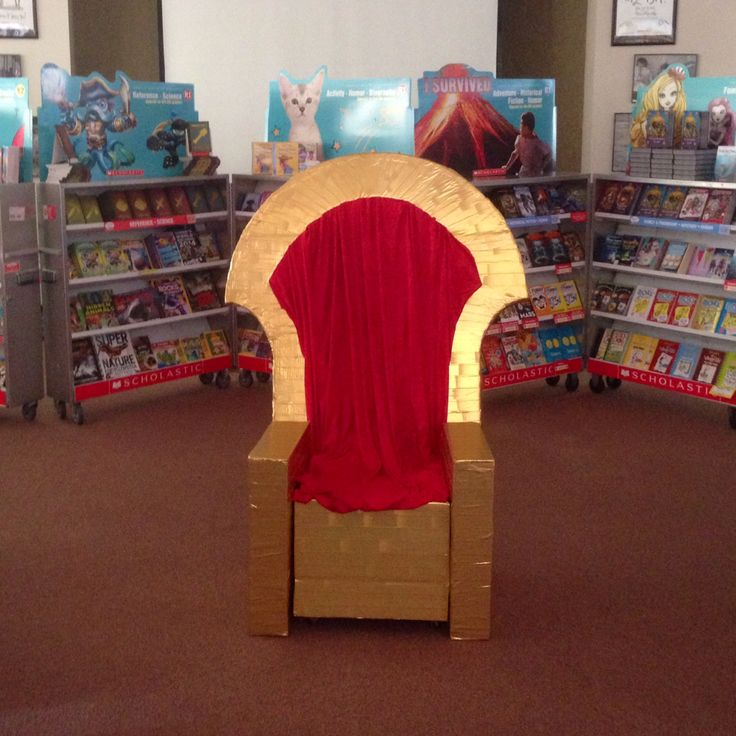 Throne for photo ops.  Scholastic Sir Readalot fall book fair.