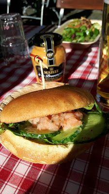 Pulled Salmon Burger mit Maille Senf aus dem rollenden Senftöpfchen Foodtruck