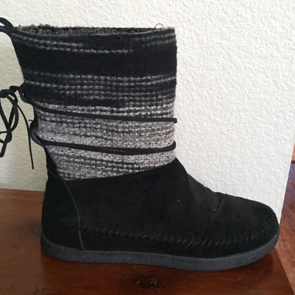 Toms Nepal Boots Size 9. Perfect condition. Worn once. Paid $98. TOMS Shoes Ankle Boots & Booties