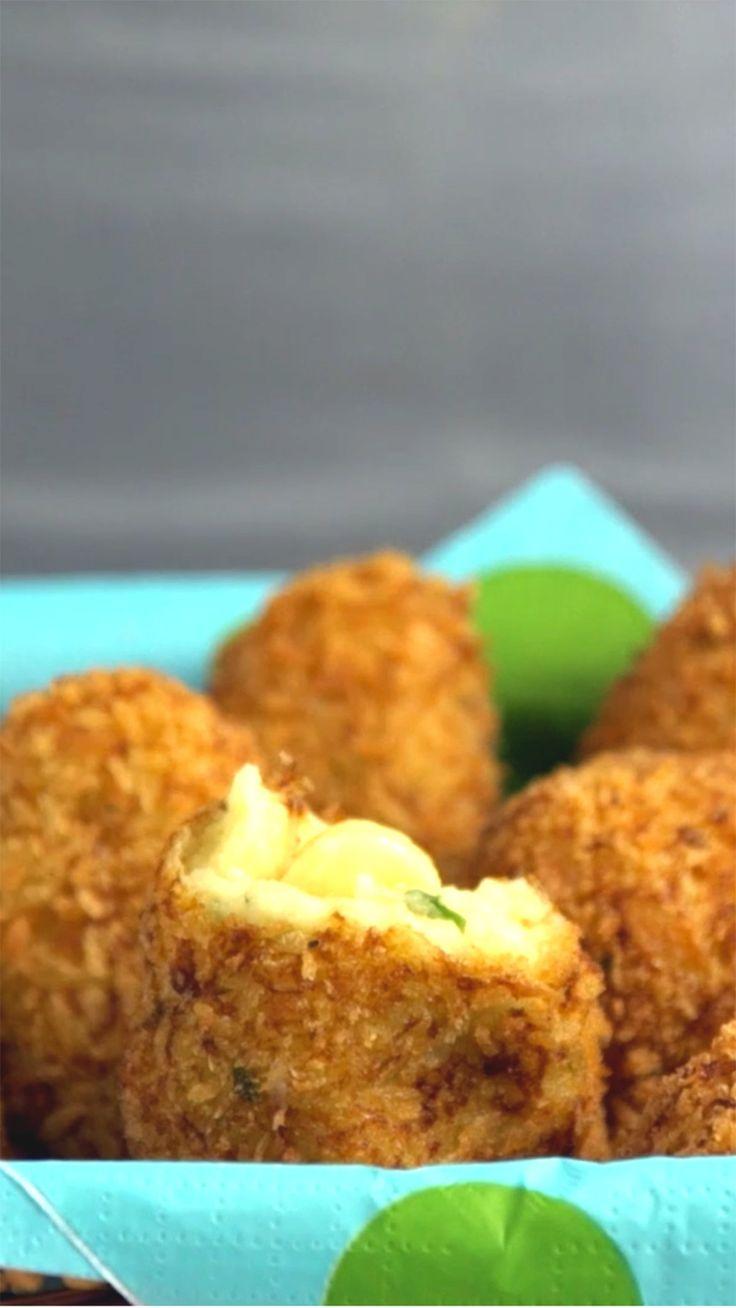Que tal fazer esse maravilhoso bolinho de batata recheado com queijo de lanche da tarde?