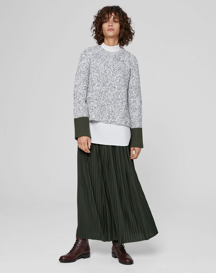 ME+EM's Tricolor Mouliné Jumper is crafted from 100% cotton, weaving together 3 different coloured yarns for depth and interest. Lightweight yet warm, the cuff in a contrasting colour is designed to be worn long or turned up for a regular sleeve length.