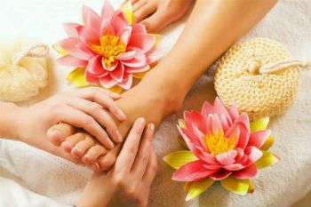 Come on Ladies! It's time to get a massage. I love being pampered.    Buy  Gelish Manicure-Pedicure Combo. Get a Free Neck & Shoulder Massage Offer Valid Until 30/09/2015 only. #Manicure #nails #pedicure