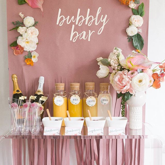 We're sharing lots of free printables for you to throw your own mimosa bar with @avery! . . . . #ruffledblog #bridalshower #bridalbrunch #freeprintable #freetemplates #maidofhonor #bubblybar #diydecor #mimosabar #thatsdarling #darlingdaily #pinkflashesofdelight #love #wedding #averyproducts #partner