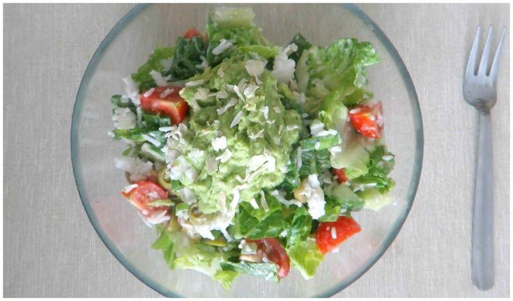zeleninový salat s rýží a avokadem