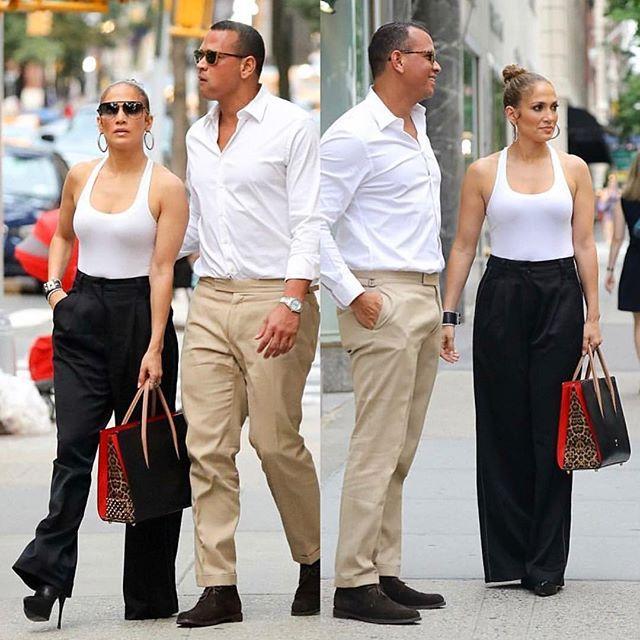 Argola calça de alfaiataria camiseta branca Jenifer Lopes