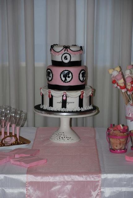 le torte di Bia: Martina compie 6 anni...anche per lei tempo di Barbie cake