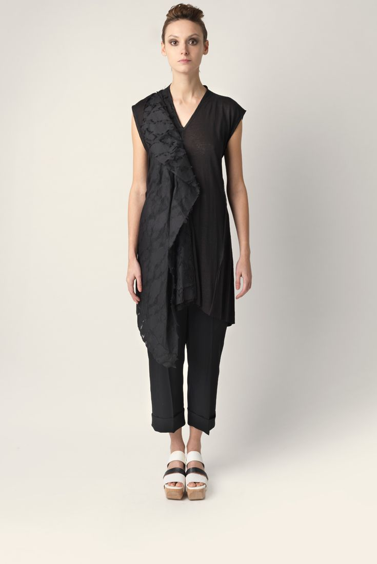 Long linen jersey t-shirt Malloni with V-neck and short sleeves. Asymmetric cut.