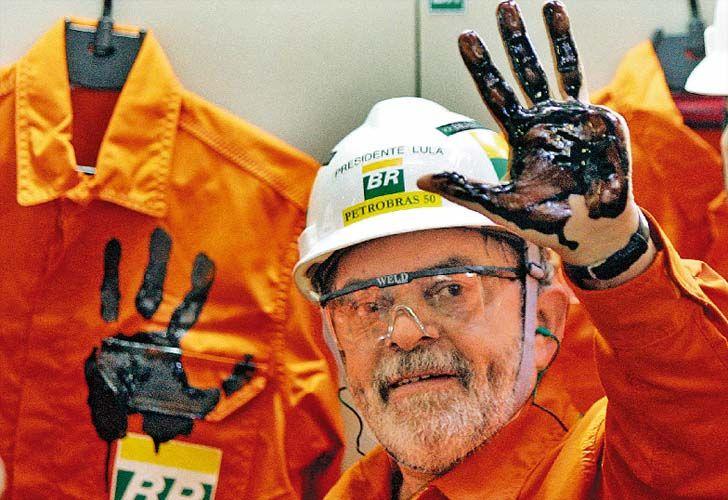 O mercado financeiro reagia nesta terça-feira (24) ao anúncio de medidas econômicas pela equipe do presidente interino Michel Temer. O dólar se mantinha em baixa, na casa de R$ 3,55, enquanto o Ibovespa subia. As ações da Petrobras (PETR4) operavam no azul e ajudavam o índice, até surgir rumores de que o famoso pré Sal não existe. já o Banco do Brasil (BBAS3) despencava com o fim do Fundo Soberano. A Braskem (BRKM5) era destaque de alta. Tudo leva a crer que, aquilo difícil atéde acreditar…