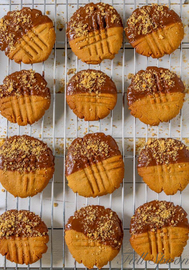 Хрустящее золотистое печенье с арахисовым маслом, которое всем своим видом так и просит: «Испеките меня!».