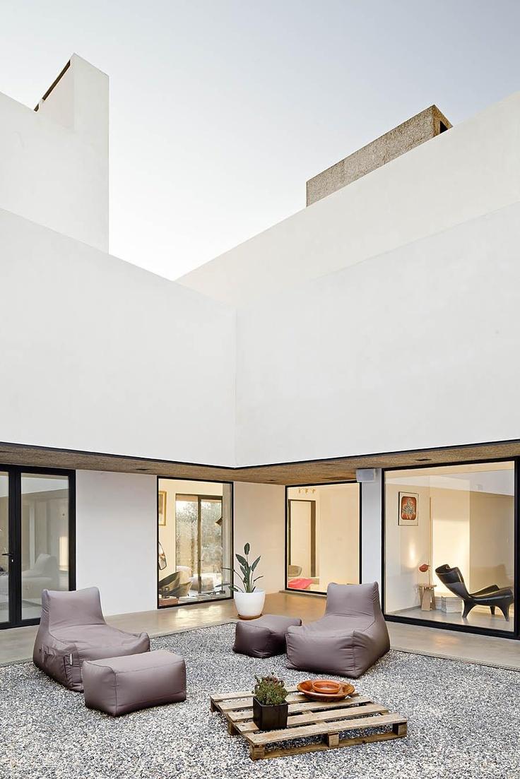 stone back yard / arraiolos villa