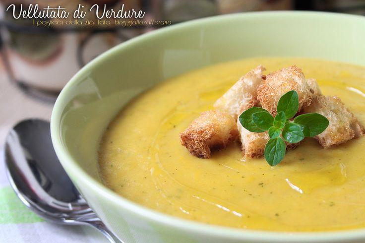 Il freddo che avanza fa venir voglia di piatti caldi, delicati e leggeri...la Vellutata di verdure è l'ideale! Sana, genuina ma anche gustosa, il piatto perfetto per affrontare l'autunno.