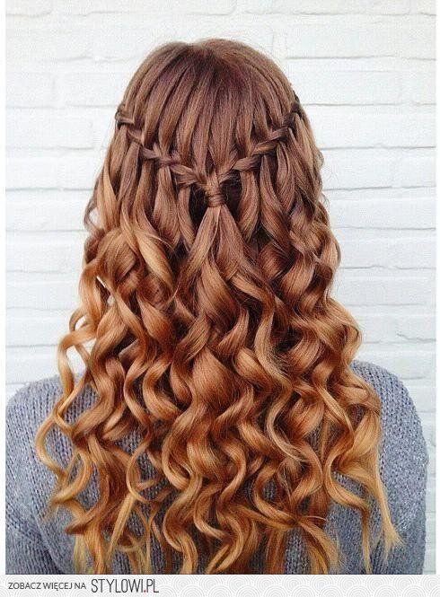 Falowane włosy: W jakiej fryzurze będzie Ci dobrze? na Stylowi.pl