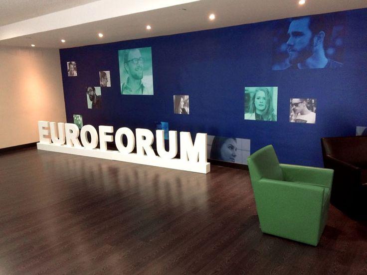 Corpóreo Euroforum sala de estar