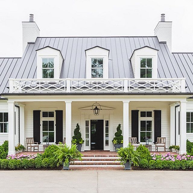Highlighting this amazing southern home today on the blog! More images + ideas to get the look inside on Beckiowens.com. Built by @castlehomes and @alyssarosenheck