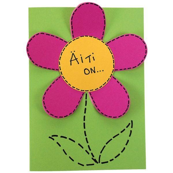 Vekkuli kukkakortti äidille! Terälehtien alla lukee äitiä kuvaavia adjektiiveja: ihana, lämmin, soma... Tarvikkeet ja ideat Sinellistä!
